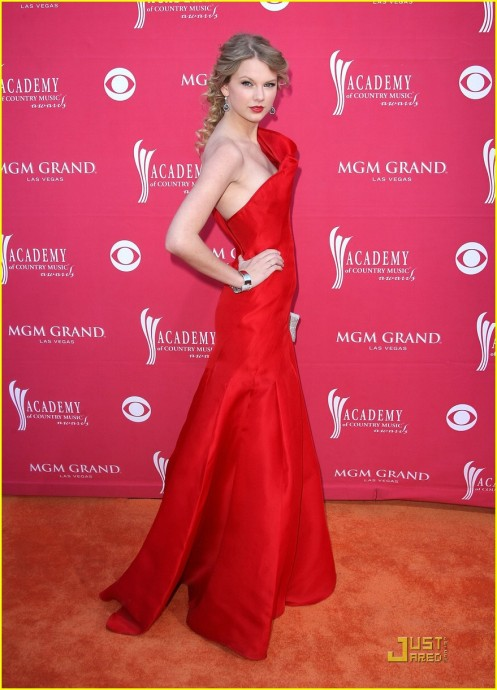 taylor-swift-acm-awards-01