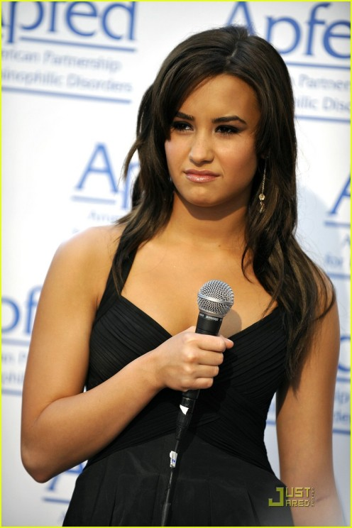 demi-lovato-honorary-ambassador-of-education-01