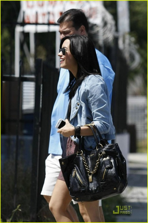 demi-lovato-subway-01