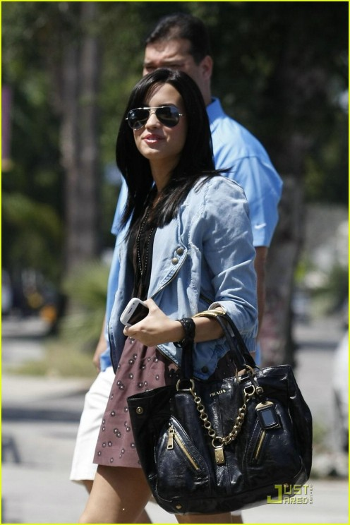 demi-lovato-subway-05