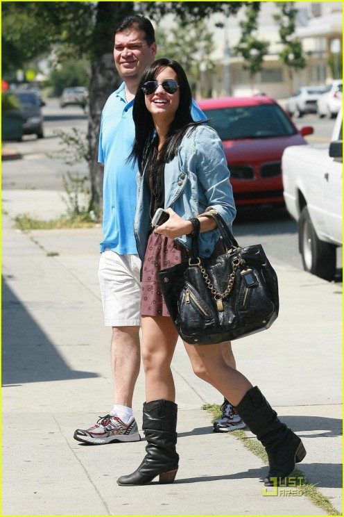 demi-lovato-subway-11