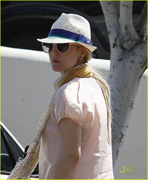 drew-barrymore-derby-03
