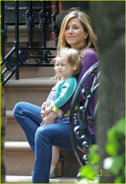 jennifer-aniston-mom-02