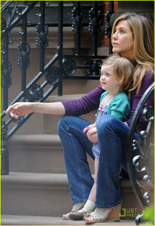 jennifer-aniston-mom-08