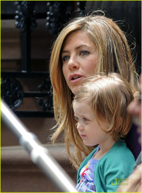 jennifer-aniston-mom-12