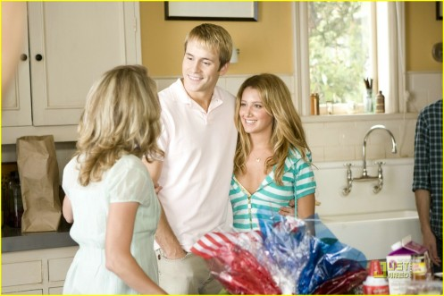 ashley-tisdale-aliens-stills-03