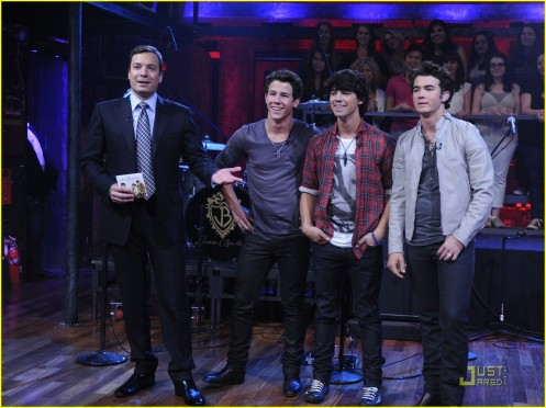 jonas-brothers-jimmy-fallon-02