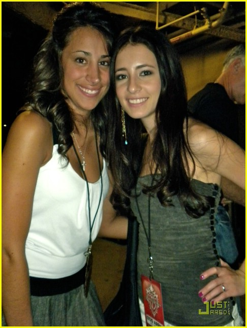tiffany-giardina-jonas-brothers-izod-center-05