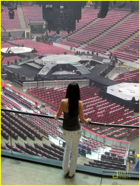 tiffany-giardina-jonas-brothers-izod-center-12
